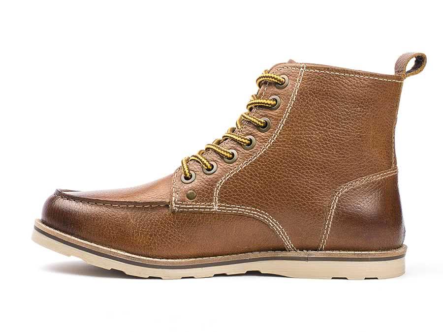 00f66266140 Buck moc toe boot