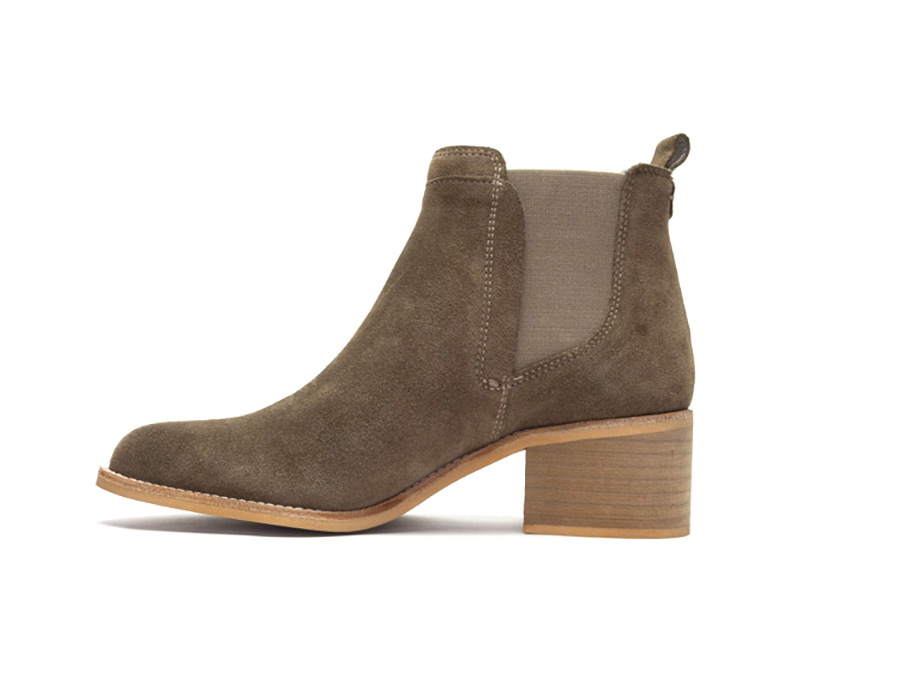 Crevo memory form Chelsea boots